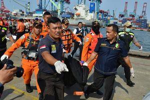 Hiện trường cứu hộ máy bay Indonesia chở 189 người lao xuống biển
