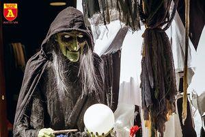 Tràn ngập đồ chơi 'ma quỷ' ở Hàng Mã trong dịp lễ Halloween