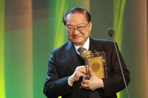 Tác giả Kim Dung: Cuộc đời sóng gió đằng sau sự nghiệp lẫy lừng