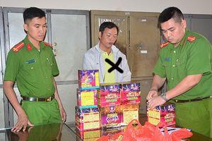 Giấu hàng cấm vào thùng hoa quả, thủ đoạn mới của tội phạm