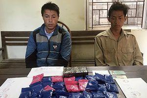 Bắt quả tang đối tượng vận chuyển 1 bánh heroin và hơn 5 nghìn viên ma túy tổng hợp