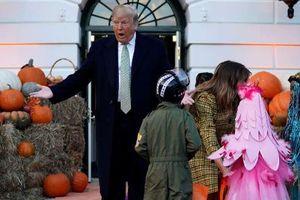 Thích thú những hình ảnh hiếm gặp của Tổng thống Donald Trump trong lễ hội Halloween tại Nhà Trắng