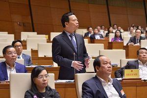 Bộ trưởng Nguyễn Mạnh Hùng trả lời về ngăn chặn tin giả trên mạng