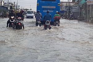 Nhiều đoạn quốc lộ 1 ở miền Tây bị ngập sâu