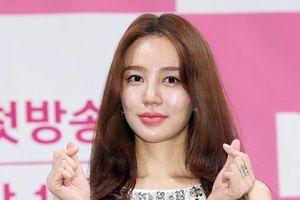 Yoon Eun Hye lộ gương mặt cứng đơ, xuống sắc sau thời gian dài im ắng