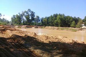 Mỏ khai thác cát đe dọa cuộc sống hàng chục hộ dân