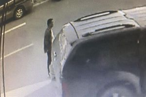 Camera ghi hình nghi phạm đập kính ôtô trộm 3,5 tỷ