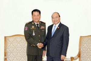 Thủ tướng Nguyễn Xuân Phúc tiếp Tổng Tư lệnh Quân đội Hoàng gia Cam-pu-chia; Phó Chủ tịch Tập đoàn Samsung