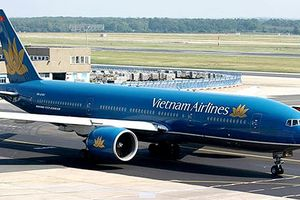 Một máy bay của Vietnam Airlines bị nổ lốp tại sân bay Nội Bài