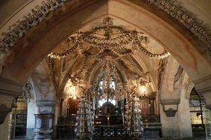 Những nhà thờ xương người kinh dị nhất mùa Halloween