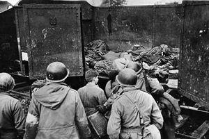 Loạt hình ám ảnh phát xít Đức thảm sát người Do Thái