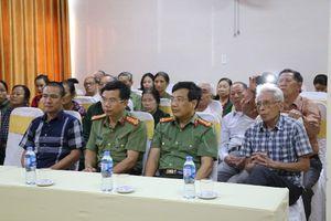 Trao quà cho cựu TNXP Nghệ An nhân dịp 50 năm chiến thắng Truông Bồn
