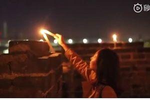 Người dân thành Tương Dương thắp nến nhớ Kim Dung