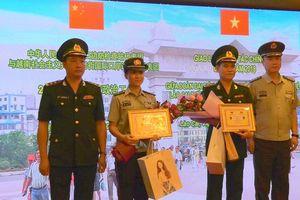 Biên phòng Việt Nam - Trung Quốc giao lưu chính trị