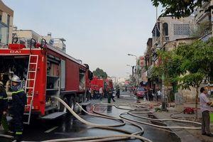TP HCM: Quán bar giữa trung tâm thành phố bị thiêu rụi lúc rạng sáng