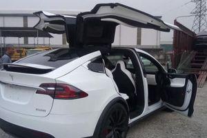 Bất ngờ: Chiếc SUV tăng tốc nhanh nhất thế giới Tesla Model X P100D vừa về Việt Nam