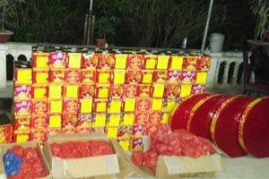 Hải quan Cao Bằng phối hợp bắt 350 kg pháo lậu