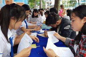 Nguyên nhân bất ngờ khiến 100 sinh viên Sài Gòn bị đình chỉ học