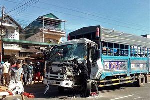 50 hành khách hoảng loạn khi xe khách đấu đầu xe tải trên quốc lộ
