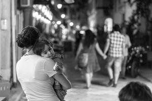 Theo luật, vợ nên làm gì khi có chồng ngoại tình?
