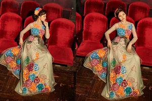 Jolie Nguyễn mê hoặc mọi ánh nhìn với áo dài xuyên thấu nhưng vẫn vô cùng sang trọng