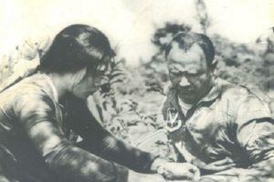 Gặp lại nguyên mẫu nhân văn… 'cô dân quân băng bó vết thương cho tù binh Mỹ'