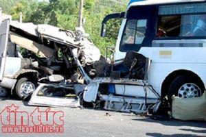 Lâm Đồng: Xe tải và xe khách đối đầu trực diện trên Quốc lộ