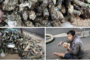 Người đàn ông uống vội cốc nước bên cạnh đống rác thải khiến bao người 'nín lặng', xúc động