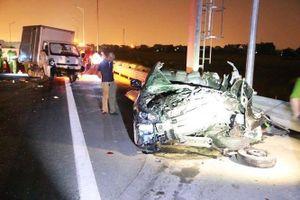 Kinh hoàng với hình ảnh xe Mazda như bị vò nát sau tai nạn khiến 5 người thương vong trên cao tốc