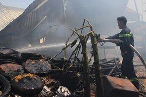 Cháy xưởng nệm mút rộng gần 1000m2 ở Bình Dương