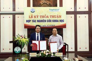 Traphaco hợp tác nghiên cứu khoa học với Đại học Dược Hà Nội