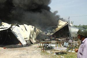 Xưởng mút xốp rộng cả nghìn m2 chìm trong biển lửa