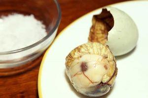 Trứng vịt lộn, sầu riêng được trưng bày tại bảo tàng đồ ăn kinh dị