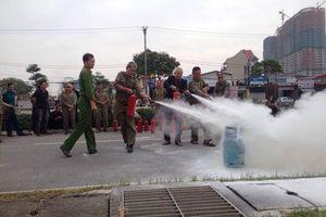 Hàng trăm dân phòng, bảo vệ dân phố quận Hoàng Mai được tập huấn kỹ năng PCCC