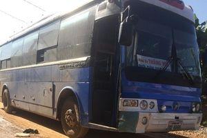 Nghệ An: Xe đón học sinh gây tai nạn khiến một nữ sinh tử vong