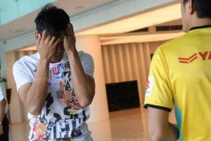 Quế Ngọc Hải 'vò đầu bứt tai' khi xin HLV… đi cắt tóc