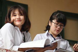 Thi vào lớp 10 Hà Nội: Đề thi dàn trải, khó đạt 9-10 môn tiếng Anh