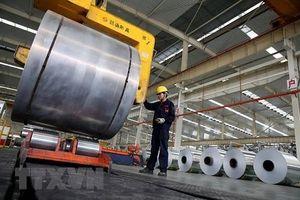 Sản xuất của Trung Quốc tăng chậm nhất trong 2 năm