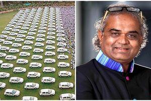 Ông trùm kim cương Ấn Độ thưởng 600 ô tô cho nhân viên là ai?