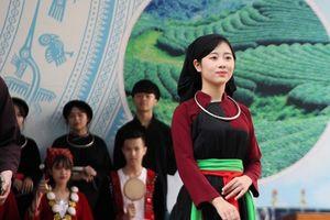 Học sinh Trường THPT Chuyên tự hào Tổ quốc sáng tươi