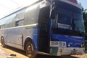 Xót xa nữ sinh lớp 11 tử vong dưới bánh xe khách chuyên đưa đón học sinh