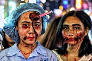 Người Sài Gòn ken cứng ngắm những khuôn mặt 'ma quỷ' ở phố đi bộ Bùi Viện