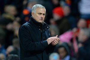 HLV Mourinho lo sợ thủ môn De Gea rời M.U
