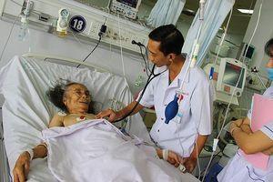 Bệnh viện Đa khoa TP Cần Thơ: Nụ cười sau những giờ 'cân não'