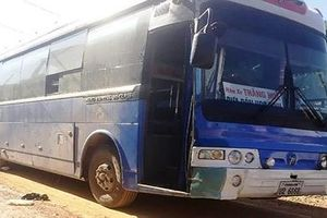 Nữ sinh bị xe đưa đón học sinh cán qua người tử vong