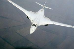NATO sắp tập trận lớn, chiến đấu cơ Anh lại 'nháo nhào' vì oanh tạc cơ Nga