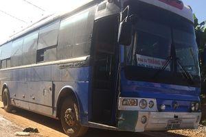 Xe đón học sinh gây tai nạn, một nữ sinh chết thảm