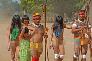 Bộ lạc kỳ lạ không có thói quen mặc quần áo