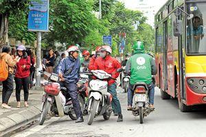 Xe ôm công nghệ 'đe dọa' giao thông công cộng