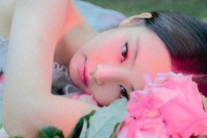 'Chết lặng' trước vẻ đẹp hoang dại của Jennie (BlackPink) trong poster mới: Cô ấy còn đẹp hơn cả những bông hoa…